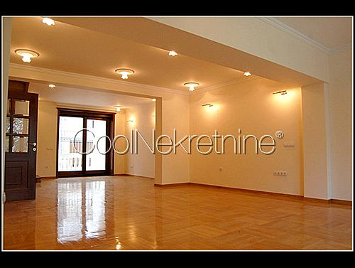 Stan - 250m² - Dedinje